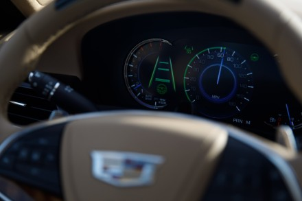 cadillac_super_cruise_cluster